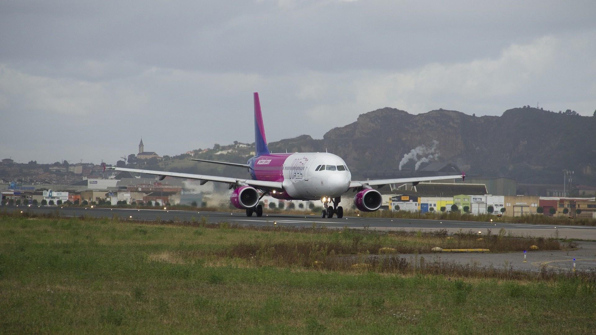 Wizz Air prelungește suspendarea zborurilor până pe 14 mai. Pasagerii afectați primesc 120% din valoarea biletelor