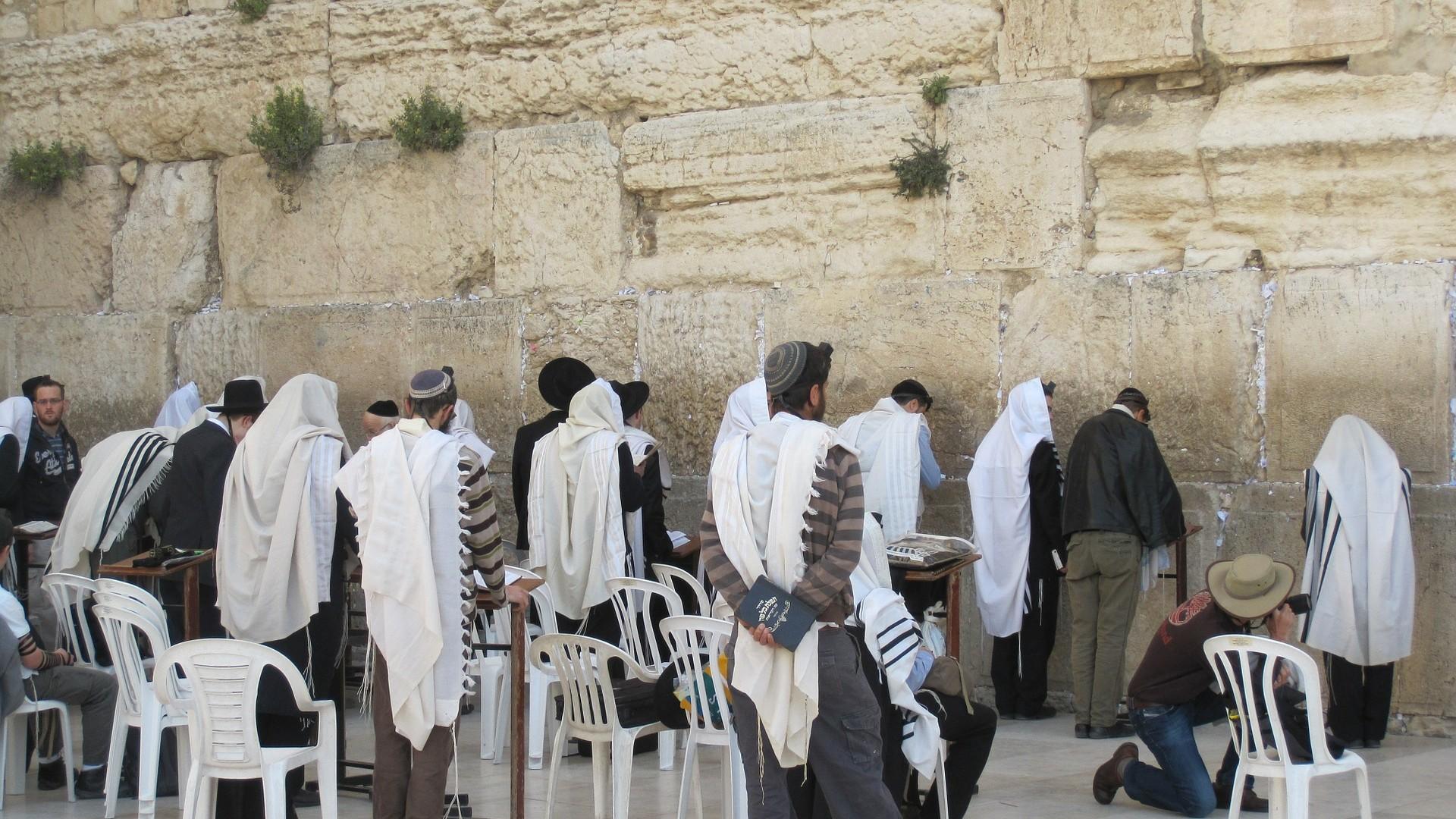 Credincioșii se pot ruga din nou la Zidul Plângerii