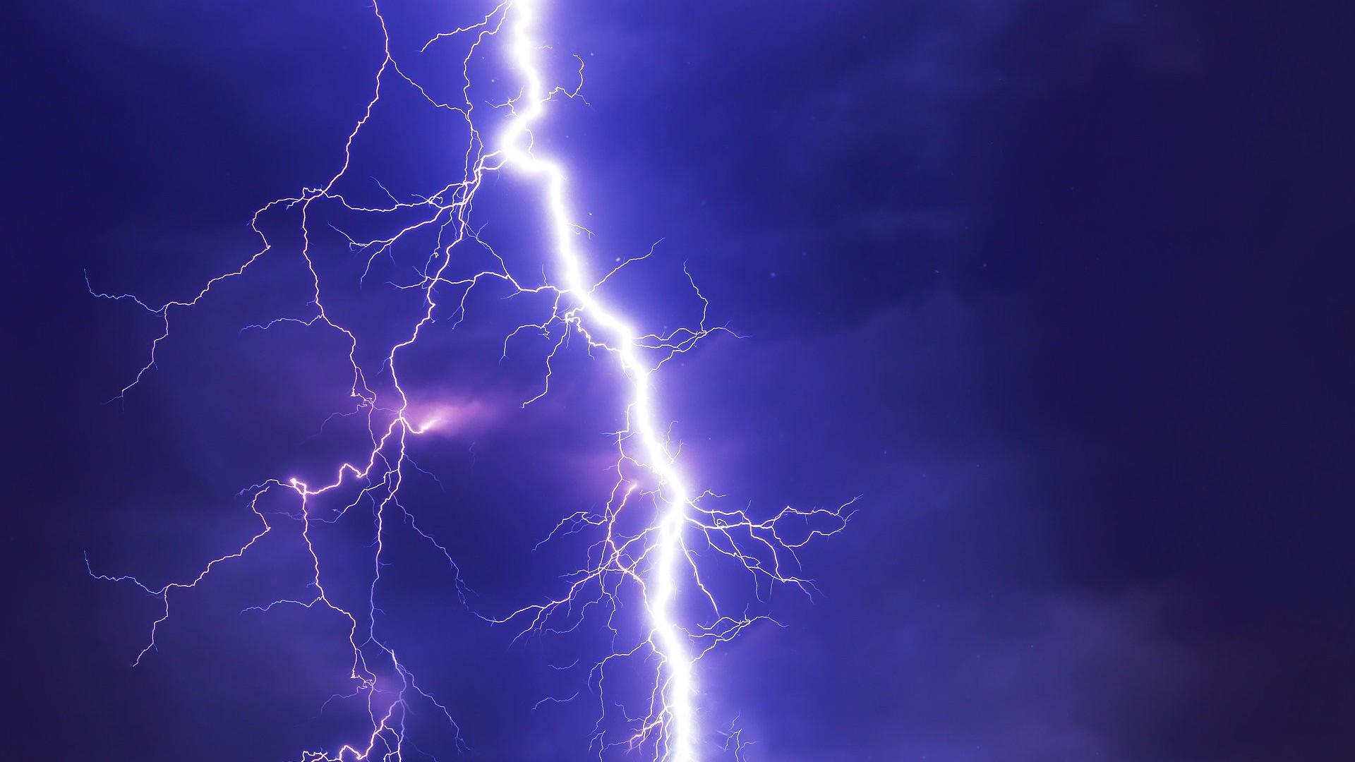 Cod galben de furtuni în întreaga ţară