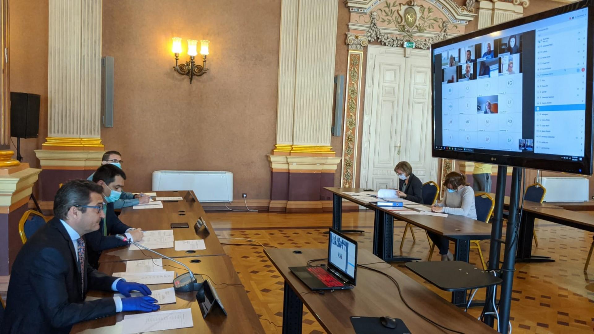 Aproape 80.000 de euro pentru dotarea elevilor arădeni cu tablete